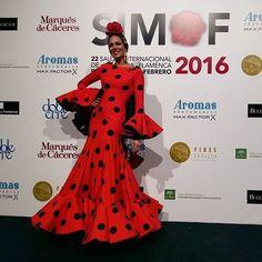 Yellow Headboard, Flamenco Costume, Flamenco Dresses, Christmas Fashion, Black White Red, African Fashion, Lady In Red, Fashion Beauty, Fashion Dresses
