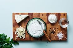 Keto Blue-Cheese Dressing - from the Diet Doctor. So versatile. Enjoy this tangy keto sauce on salads, meat, or chicken. And it works as a super tasty dip for veggies. Can you say winning? Keto Fat, Low Carb Diet, Real Food Recipes, Diet Recipes, Diabetic Recipes, Yummy Recipes, Recipies, Healthy Recipes, Keto Sauces