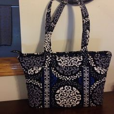 Vera Bradley Shoulder Bag Vera Bradley shoulder bag, royal blue, grey, black, and white colors, no blemishes on it, lots of pockets inside bag, 8.5' tall, 15.5' across, 9.5' wide inside the bag, straps are 11.5' in height Vera Bradley Bags Shoulder Bags