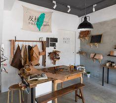 Workshop Studio, Workshop Design, Home Workshop, Workshop Ideas, Rustic Home Offices, Leather Workshop, Workspace Inspiration, Workspace Design, Leather Working