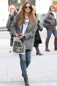 Celebrity Street Styles #Cheap #Ray #Bans, Big Discount Only $14.99, It Is So Cool, Ray Ban Sunglasses Outlet Is Your Best Choice As A Friend Gift. Looks Sara Carbonero, Celebrity Style Guide, Fashion Quotes, Passion For Fashion, Autumn Winter Fashion, Winter Outfits, Winter Clothes, Boho Chic, Fashion Looks