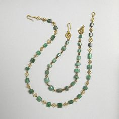 Ancient Roman Emerald and Gold Necklace Abt century. Trustees of the British Museum copyright Roman Jewelry, Old Jewelry, Antique Jewelry, Vintage Jewelry, Handmade Jewelry, Jewelry Making, Renaissance Jewelry, Medieval Jewelry, Ancient Jewelry