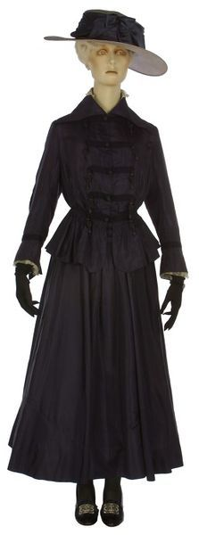 Suit, Marshall and Snelgrove Ltd (retailer): circa 1916-1918, English, silk taffeta, chiffon, machine-made net frill, lined with silk, silk braid, boned, Petersham. Front