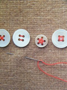 Várias maneiras de pregar botões -- buttons: decorative stitch patterns for sewing on buttons.