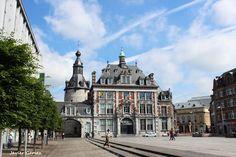Plaza de Armas de Namur, Palacio de Congresos y Beffroi