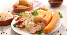 Aj Francúzi holdujú kyslej kapuste. Choucroute garnie je krásne jednoduché asýte jedlo. La Bouillabaisse, Pork Back Ribs, Boiled Ham, Caraway Seeds, Cooking Instructions, Roasting Pan, Sauerkraut, Ravioli, One Pot Meals