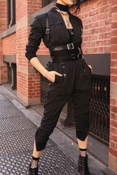 Rock in Rio [all black] - Style inspiration - kleidung Edgy Outfits, Mode Outfits, Grunge Outfits, Girl Outfits, Fashion Outfits, Fashion Pants, Modest Fashion, Fashion Tips, Dark Fashion
