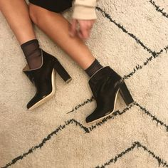 Powerfull Velvet Boots Malone Souliers #shoes #boots #velvet #malonesouliers #malone #socks #elegant #bootsandsocks #darner #brown