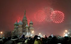 Fireworks explode over St. Basil Cathedral at Red Square during New Year´;s Day celebrations in Moscow, Russia .By:Mikhail Voskresensky