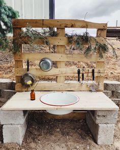 Diy Mud Kitchen, Mud Kitchen For Kids, Outdoor Play Kitchen, Backyard Play, Backyard For Kids, Play Yard, Outdoor Learning Spaces, Kids Outdoor Spaces, Kids Outdoor Play