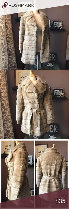 Fabulous Vintage Teddy Bear Coat M / L Amazing vintage tan faux fur shearling belted teddy bear coat by Fingerhut Fashions, vintage ladies size 16, which is more like a modern size M-L, 10-12. Very forgiving and has plenty of room in the bust. Fully lined, lining is clean & excellent with no rips or tears. The exterior is in excellent vintage condition with no rips, tears, holes, or smells. The trim, side panels, and removable belt are beige faux leather. Great cozy coat to wear with all…