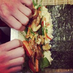 Rolling sushi Bar Grill, Thats The Way, Real Food Recipes, Sushi, Grilling, Rolls, Cooking, Kitchen, Crickets
