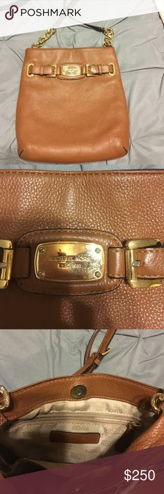 Authentic Micheal Kors Bag Authentic Micheal Kors Bag Barry used like new Michael Kors Bags