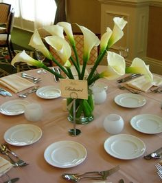 I love this elegant Calla Lily centerpiece from @Shannon Kendall @ Red Queen Miscellanea Moon Florist!