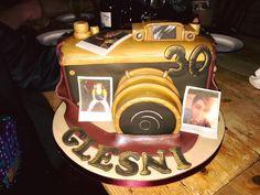 Fun Art, Cool Art, Camera Cakes, Desserts, Photography, Food, Tailgate Desserts, Deserts, Photograph
