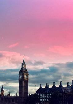 朝焼けが美しい。ロンドン ビッグベンの画像。