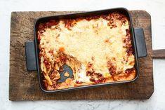 Wel lasagne bolognese, maar geen gehakt? Deze vega lasagne met rulstukjes is het antwoord! - Recept - Allerhande Bolognese, Pasta, Ethnic Recipes, February, Drinks, Food, Lasagna, Drinking, Beverages