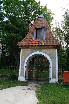 Järva-Jaani cemetery gate, Estonia