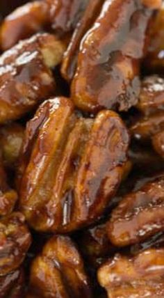 These quick and easy candied pecans are perfect for salads, the tops of desserts or just for snacking. Be careful, however, they are a tad addicting. Appetizer Recipes, Snack Recipes, Dessert Recipes, Cooking Recipes, Desserts, Appetizers, Cooking Cake, Dessert Ideas, Cooking Tips