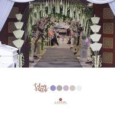 Dekorasi pintu masuk yang unik ya dear . . .  Kamu ingin menampilkan unsur budaya Jawa dalam pernikahanmu?  Untuk itu, biasanya khas dari adat jawa yaitu janur kuning  Dan @laksmidecoration membuat desain janur yang berbeda dengan unsur etnik yang kental