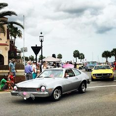 #Easter  @mandychengdesign  Easter in St. Augustine #hoppyeaster #eyelashes #staugustinebuzz #staugustine #somewhereona1a #parade #car #florida #travel