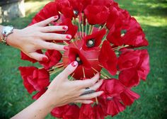 In the air . (lancement dans les airs du parfum KENZO Flower in the Air ) Kenzo Parfum, Flower By Kenzo, Red Perfume, Poppy, Nail Art, Flowers, Beautiful, Nail Arts, Royal Icing Flowers