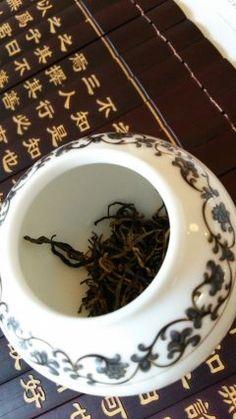 中国茶の武夷堂さん主催の秋の中国茶会に行ってきました 鳳凰単そう雲南紅茶正山小種3種類のお茶についてお話いただきました  どれも上品な味でとてもおいしかったですが特に正山小種は竹を燻した香りが珍しくしかも紅茶で体を温める作用や血行促進効果があるそうで興味深かったです()  #中国茶 #武夷堂  tags[福岡県]