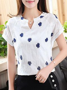 Buy split neck printed short sleeve cotton blend t-shirt online with cheap prices and discover fashion t-shirts & blouses. Rt sleeve t-shir Stylish Tops, Trendy Tops, Kurti Neck Designs, Blouse Designs, Cheap Blouses, Blouses For Women, Cheap Womens Tops, Shirt Bluse, Short Tops