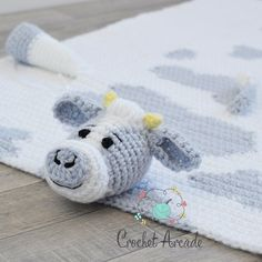 Cuddle and Play Cow Baby Blanket Crochet Pattern This crochet baby blanket is absolutely versatile. You may do this crochet cow baby blanket with spots or simply use the pattern to crochet a white cow with no spots and no color work to worry about. Crochet Blanket Patterns, Baby Blanket Crochet, Baby Patterns, Crochet Cow, Manta Crochet, Lovey Blanket, Crib Blanket, Baby Blankets, Practical Baby Shower Gifts