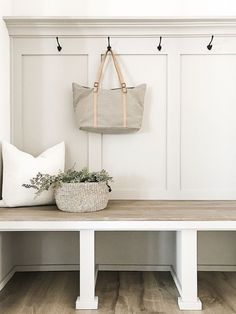 The best neutral paint colors and stains, DIY and Crafts, The best modern farmhouse paint colors and diy weathered wood stain. Best stains for farmhouse projects. Best Neutral Paint Colors, Best Gray Paint Color, Paint Colours, Sofa Living, My Living Room, Weathered Wood Stain, Best Wood Stain, White Wood Stain, Stain Wood