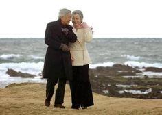 天皇皇后両陛下 The Emperor Akihito& Empress Michiko of Japan... Heartwarming。胸が温かくなるいいショット。