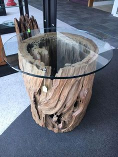 Natural Tree Stump Coffee Table Designs You Can Make Yourself Woodworking Projects Diy, Woodworking Furniture, Custom Woodworking, Diy Wood Projects, Woodworking Tools, Driftwood Furniture, Rustic Wood Furniture, Log Furniture, Wood Table Design