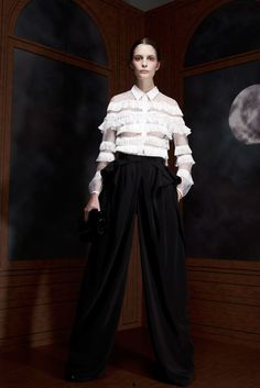 See the complete Viktor & Rolf Pre-Fall 2012 collection.