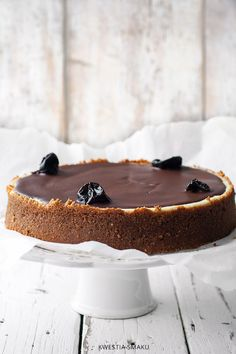 plum cheesecake with chocolate//