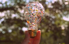 A few drops of paint and a good shake turns this old bulb from ordinary to extraordinary! Light Bulb Art, Painted Light Bulbs, Best Shakes, Artsy Photos, Arts And Crafts, Diy Crafts, Theme Noel, Party Lights, Preschool Crafts