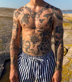 Old Style Tattoos, Aa Tattoos, Wolf Tattoos Men, Globe Tattoos, Torso Tattoos, Black Ink Tattoos, Body Art Tattoos, Sleeve Tattoos, Small Chest Tattoos