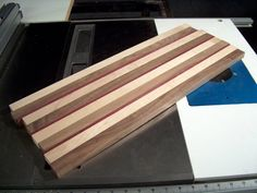 Tutorial Page 4 End Grain Cutting Board, Diy Cutting Board, Wood Cutting Boards, Wood Crafts, Diy Crafts, Wood Table Design, Tablet Holder, Cheese Boards, Automata