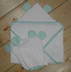 """Set bath cape """"A teddy bear well licked"""" for baby and his two toilet gloves matched Couture, Etsy, Towels, Bebe"""