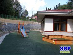 Fallschutzplatten - Spielbereich einer Kindertagesstätte. Flächengröße ca. 200qm in der Farbe grün