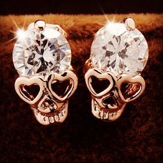 Double tap if you want to get these in your first Boxie!! Head on over to boxie.com.au to reserve yours and you might have a pair of your own   #skulls #rocknroll #rockchick #punkrock #earrings #boxie #iheartboxie #subscriptionbox #skullearrings #jewellery by iheartboxie