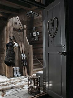 Dark finishes for a chalet home Chalet Chic, Chalet Style, Lodge Style, Ski Chalet, Chalet Design, Winter Cabin, Cozy Cabin, Cabin Interiors, Rustic Interiors