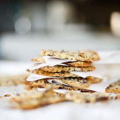 Gör kex, lägg i en vacker ask eller burk och ge bort. Recept på chokladkex utan vete finns här: http://martha.fi/svenska/start/recept/view-51918-781?offset-51918=15