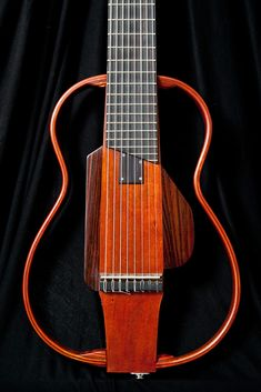 Guitarras custom construídas por Rodolfo Cucculelli, Luthier: Guitarra 8 cuerdas Silent con cuerdas de Nylon