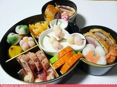 Just like the hidden Mickeys all over Disneyland, how many Mickeys can you find in this bento?