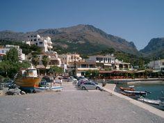Hafen von Plakias auf Kreta (Crete) Mykonos, Santorini, Naxos, Crete Greece, Greek Islands, Holiday Destinations, Strand, Travel Inspiration, Dolores Park