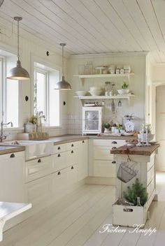 Light, country kitchen