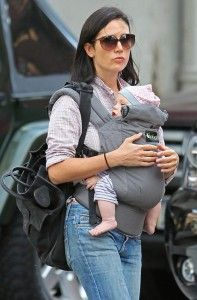 Jennifer Connelly uses a Boba baby carrier