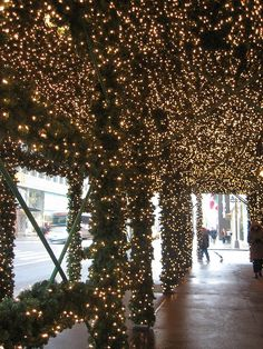 Christmas Lights at Cartier, NYC - my favorite christmas decorations in nyc