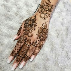 Mehndi is used for decorating hands of women during their marriage, Teej, Karva Chauth. Here are latest mehndi designs that are trending in the world. Henna Hand Designs, Dulhan Mehndi Designs, Mehandi Designs, Henna Flower Designs, Mehndi Designs Finger, Pretty Henna Designs, Modern Henna Designs, Basic Mehndi Designs, Mehndi Designs Feet