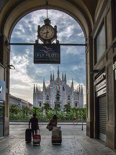 Buongiorno #Milano Da poco passate e 8.30 Si parte. O si arriva? :-) Foto di Franco Brandazzi #milanodavedere Milano da Vedere